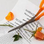 既婚女性の不倫の代償!男性よりデメリットが多い?